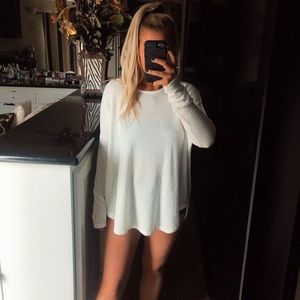 Tops - Oversized white knit sweater